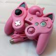 Ein Gamecube-Controller im Design des niedlichen Pokémon Pummeluff - was könnte da schiefgehen? Scheinbar ziemlich viel, denn das Resultat ist eine Mischung...