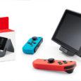 Dieses praktische Zubehör für den Tabletop-Modus von Nintendo Switch erlaubt es, während des Spielens die Konsole über Netzstrom aufladen zu lassen...